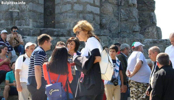 Корнелия Нинова: Шипка е вечен символ на стремеж за свобода