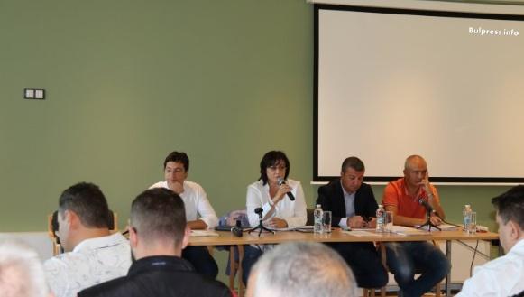 Корнелия Нинова: Искаме разговор за бъдещето, не партийни свади за миналото
