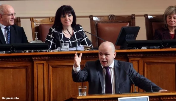 Александър Симов: Бойко Борисов се отметна от позицията за Унгария