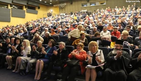 Корнелия Нинова към възрастните хора: Гарантирам ви, че ще имате Закон за възрастните хора, преизчислени пенсии и премахване на тавана на пенсиите