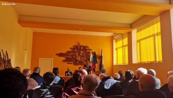 """Жители на Ихтиман подкрепиха данъчната политика на БСП, заложена във """"Визия за България"""""""