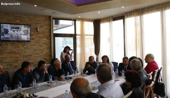 Корнелия Нинова подкрепи тютюнопроизводители срещу готвени промени на правителството