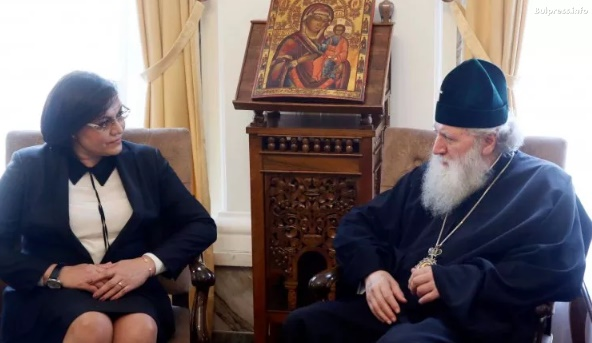 Корнелия Нинова се срещна с патриарх Неофит