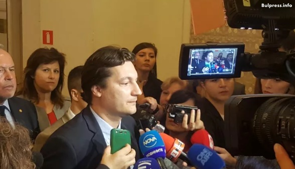 Крум Зарков: Няма да се регистрираме в НС, докато Валери Симеонов не подаде оставка