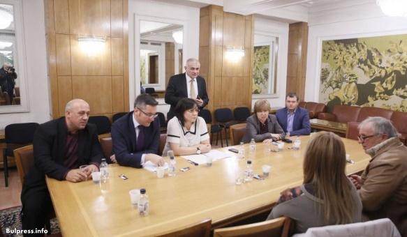 Корнелия Нинова покани животновъди от Шарково в НС: Няма да ви оставим в безизходица