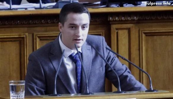 Явор Божанков: Управляващите готвят поскъпване на всички видове дрехи и обувки