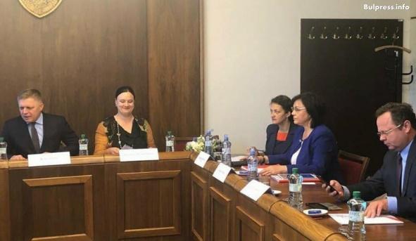 Корнелия Нинова ще участва в среща на лидерите на партии от страните от Вишеградската четворка