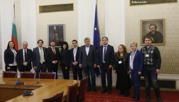 """ПГ на """"БСП за България"""" пое конкретни ангажименти към българските студенти от Молдова у нас"""