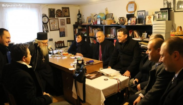 Народните представители от БСП направиха дарение на дома за сираци в Нови хан