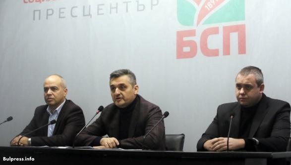 Кирил Добрев към Десислава Атанасова: Не питайте кой чисти пътищата, а как са проведени търговете