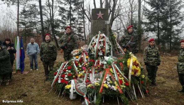 Стотици почетоха паметта на шестте ястребинчета
