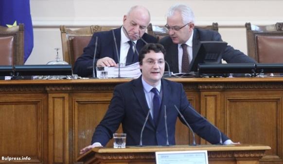 Зарков: България е страна на космонавти, горда с постиженията си в IT-сектора, а катастрофира пред елементарното изискване за машинно гласуване