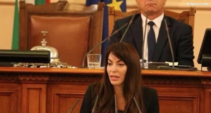 """Теодора Халачева: Явлението """"деца раждат деца"""" изисква законодателни изменения с по-строги санкции"""