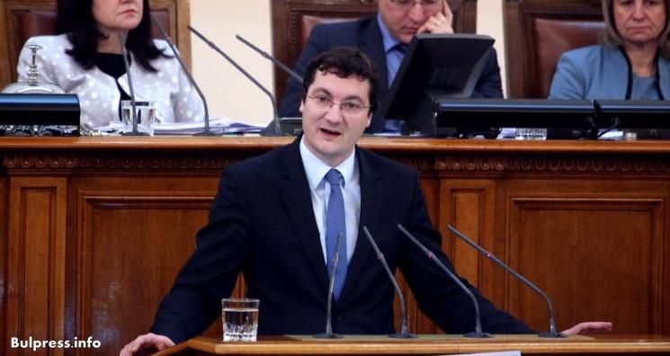 Крум Зарков: Когато не сме в парламента, ние сме при хората