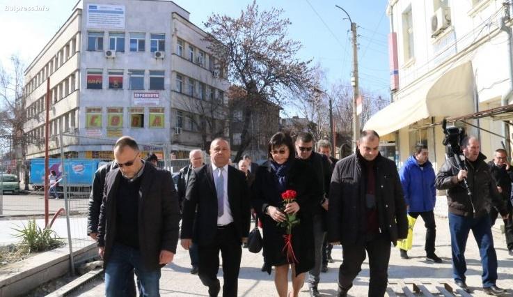 Корнелия Нинова: Български учителю, не се подчинявай на МОН. Пазете децата от третия пол