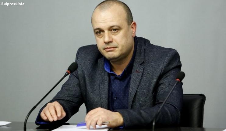 """Христо Проданов пита управляващите: Заради """"къртовския си труд"""" ли ще си увеличавате пак заплатите?"""