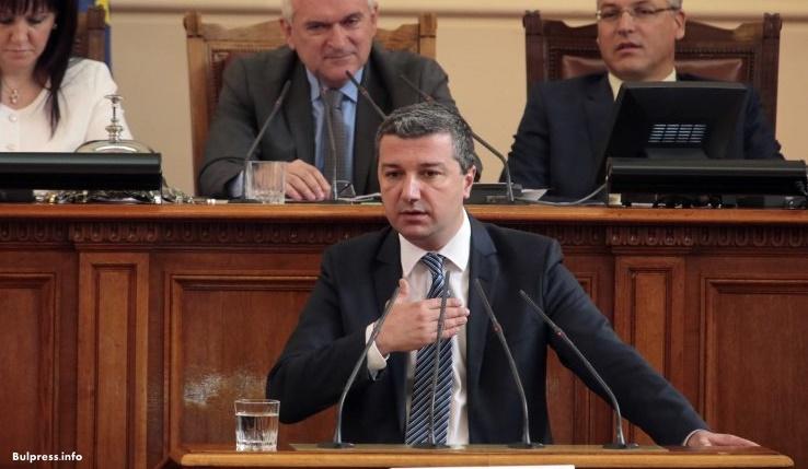Драгомир Стойнев за номинацията на Елена Йончева: Вслушахме се в гласа на структурите на партията