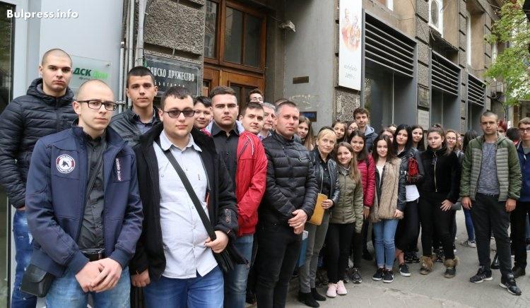 Елена Йончева към младежи от Айтос: Вие можете да промените България