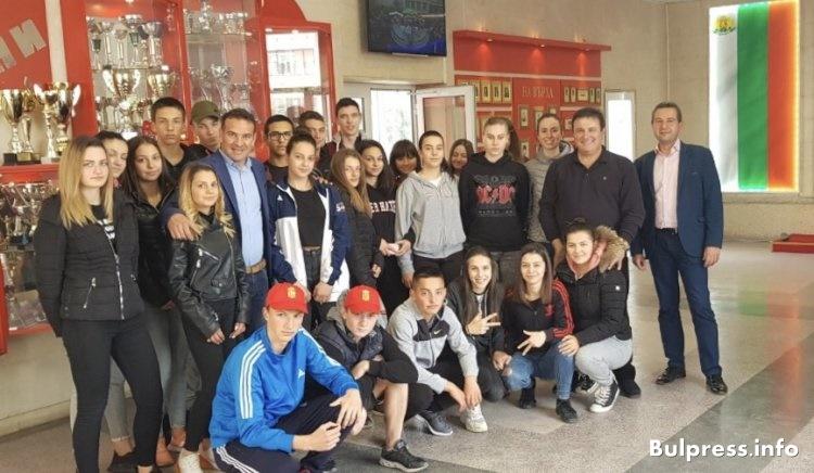 Иван Кръстев и Крум Дончев се срещнаха с ученици в Кърджали