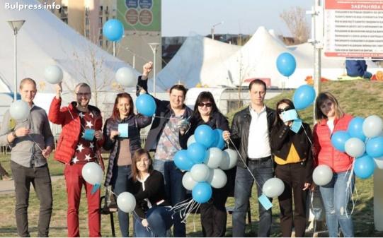 Млади социалисти пуснаха във въздуха балони с 40 лъжи на ГЕРБ по повод 1-и април