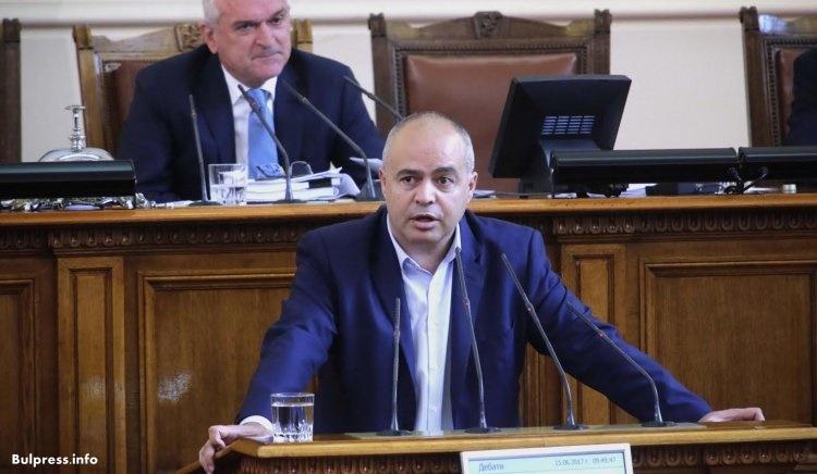 """Свиленски: Равностойни ли сме аз и Борисов - той в служебната """"Тойота"""" и аз - който вървя по улиците и правя кампания"""