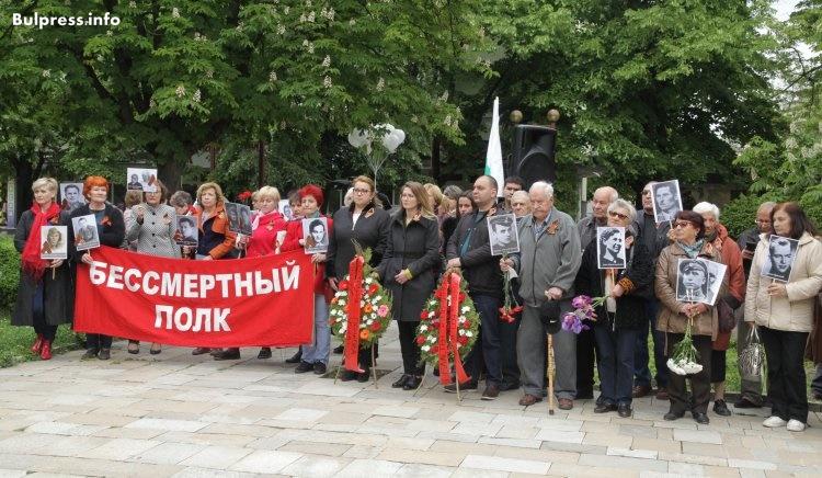 Деница Златева и Цветелина Пенкова почетоха паметта на героите по случай 9 май