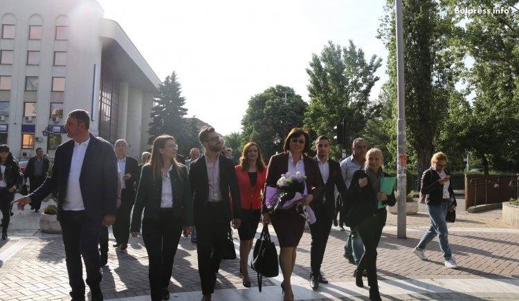 Корнелия Нинова към младите: Ще имате възможност да се развивате в България