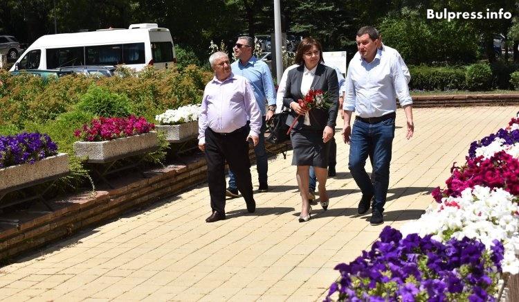 Корнелия Нинова в Перник: Няма да позволим в Перник да се изгарят отпадъци