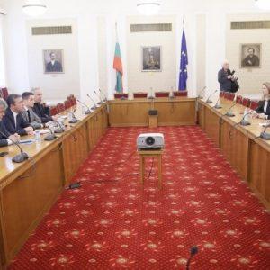 Корнелия Нинова: Свикваме извънредно заседание на Народното събрание