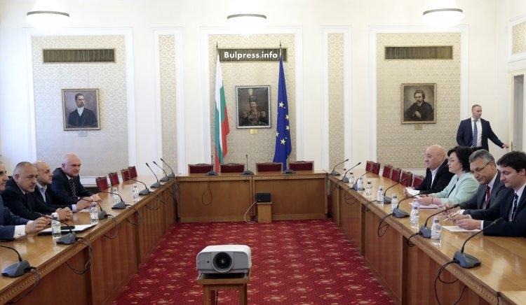 Корнелия Нинова след срещата с ГЕРБ: Алтернативата реална, коалицията невъзможна, съгласието под условие