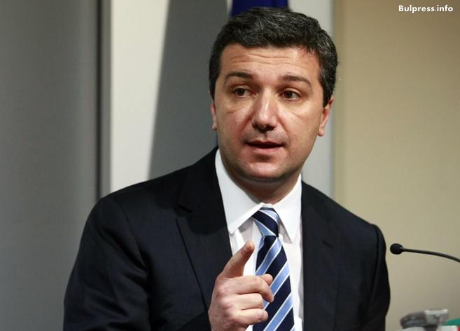 Драгомир Стойнев: Откога МВР се занимава с въпроса- кой е член на БСП?