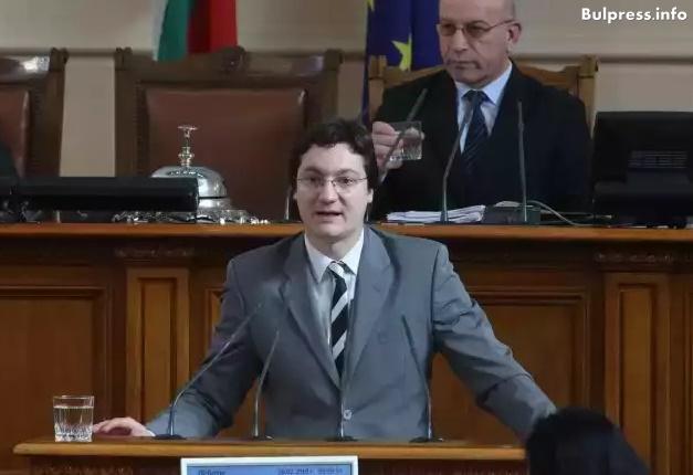 Крум Зарков: Законът за обществените поръчки започва все повече да прилича на швейцарско сирене