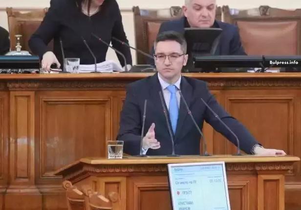 Кристиан Вигенин: ГЕРБ се държат като авторитарна партия в авторитарна държава