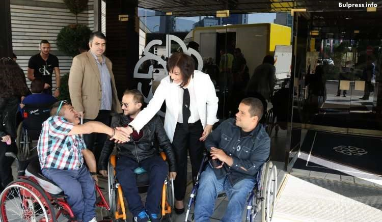 Корнелия Нинова: Хората с увреждания не искат подаяния, а възможност да дадат своя принос към развитието на обществото