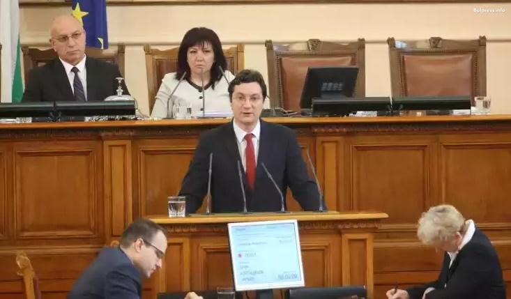Крум Зарков: Няма сфера в държавата, в която възнагражденията да растат с такава скорост, както в парламента