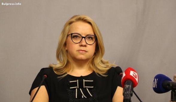 Деница Златева: Искаме оставката на министър Цачева заради търговския регистър, ще подкрепим и тази на Ралица Агайн