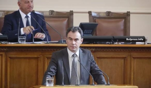 Жельо Бойчев към Горанов: Какви количества горива и от къде се внесоха в България безконтролно?