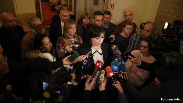 Корнелия Нинова с отворено писмо до европейските посланици за полицейщина