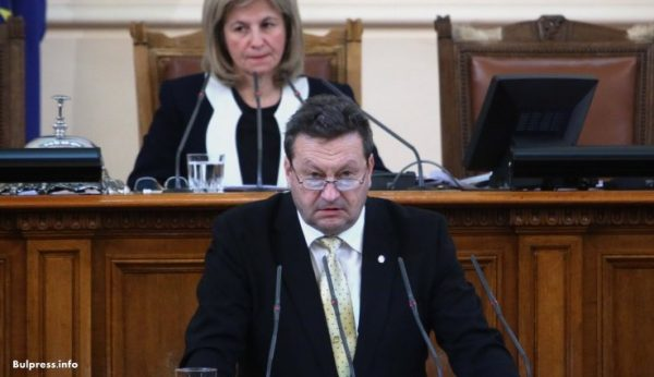 Таско Ерменков: Ако могат управляващите ще закрият заседанието на НС и за опозицията