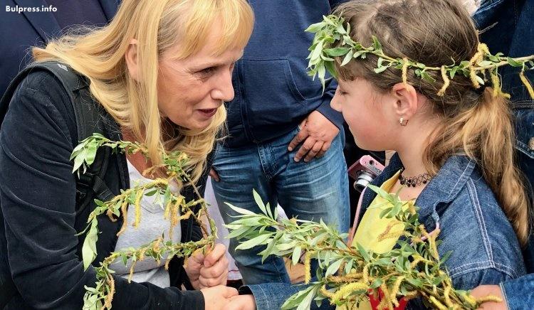 Йончева: Имаме два пътя - или да се оставим на мафията, или да променим това, като гласуваме