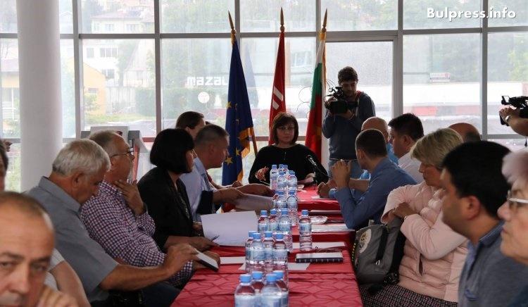 Нинова в Шумен: Ние сме за модернизация на армията, но не повече от 2% от БВП