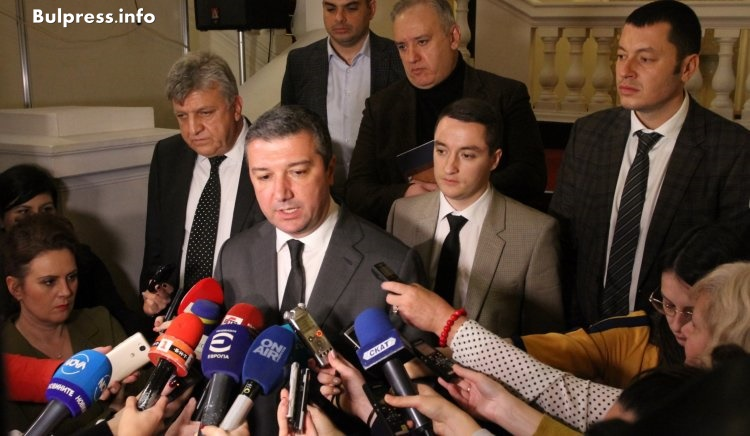Драгомир Стойнев: Вотът на недоверие ясно ще покаже кой стои зад правителството и кой - не